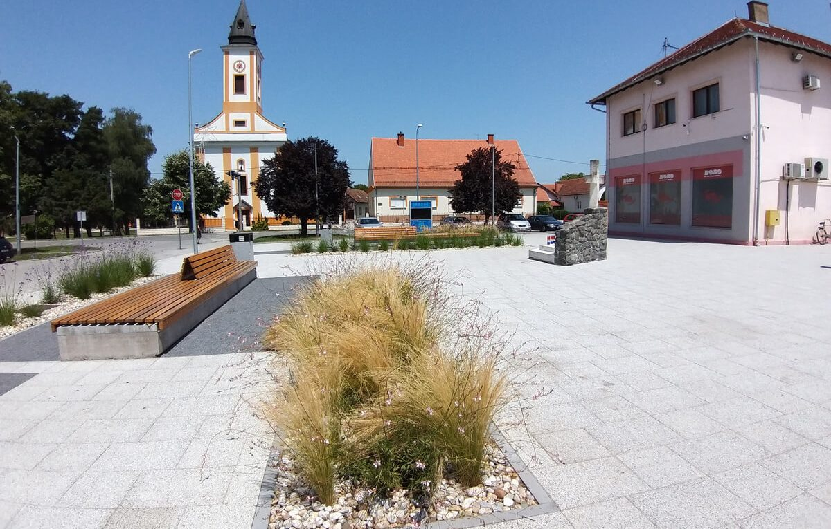 Trg Kralja Tomislava Donji Andrijevci